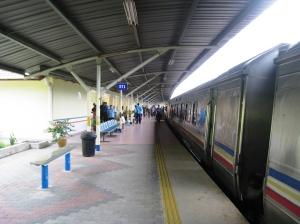 Tåget vid Jerantut station