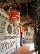 Genomarbetade dekorationer