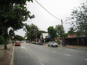 Gatan Jalan Pantai Tengah utanför oss